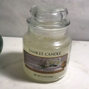 Yankee candle fluffy towel 3.7 ounce jar candle
